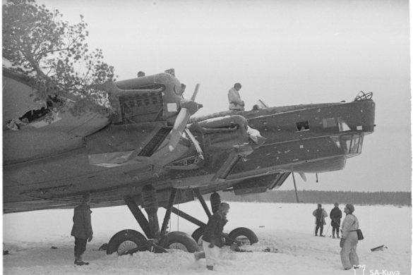 Kuhmo-Saunajärvi. Venäl.lentokone.Pakkolaskun tehnyt ja kranaatinheittimellä tuhottu.